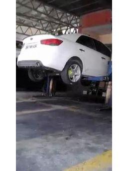 Otomobile Giren Yılan Böyle Çıkartıldı