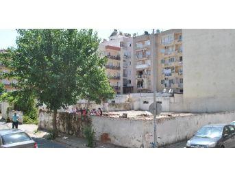 Cumhuriyet Mahallesi Muhtarı Ve Mahalle Sakinleri Boş Vakıf Arazisine Otopark İstemiyor