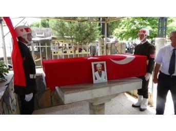 Adile Naşit'in Eşi Cemal İnce Askeri Törenle Toprağa Verildi
