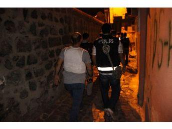 Diyarbakır Polisi Sur İlçesinde Güven Ve Huzur Uygulaması Yaptı