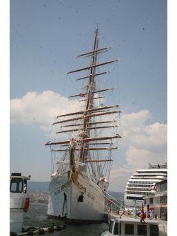 Zenginlerin Efsane Yelkenli Gemisi İzmir'de