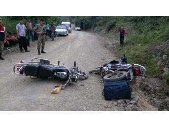 İki Motosiklet Çarpıştı: 3 Yaralı