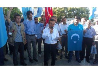 Anadolu Gençlik Derneği Çin Zulmüne Tepki İçin Toplandı