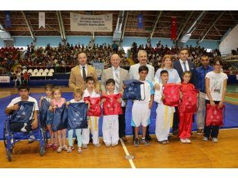 Manisa'da İl Spor Merkezleri Açıldı
