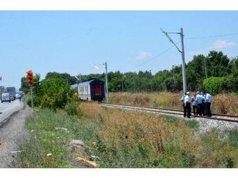 Yolcu Treni Çarpan Kağıt Toplayıcısı Öldü