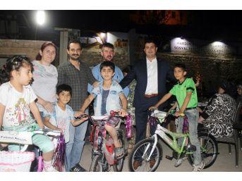 Her Yetim Çocuğa Bir Bisiklet