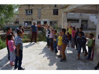 Köylü Çocuklar Sinema Ve Tiyatro İle Tanıştı