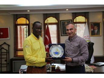 Kenya Büyükelçisinden Başkan Yılmazer'e Ziyaret