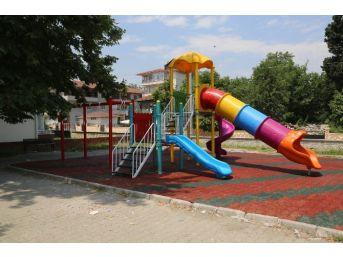 Sapanca'da Çocuk Parkları Yenileniyor