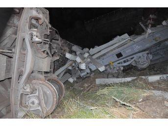 Sivas'ta Yük Trenleri Çarpıştı: 1 Ölü, 1 Yaralı