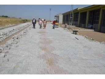 Erciş Belediyesi Tarafından Yeni Sanayi Sitesine Parke Taşı Döşeniyor
