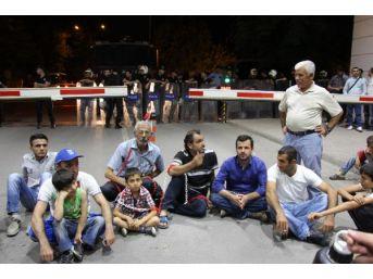 Tpıc'te Eylemdeki Işçilere Destek Vermek Isteyen Ailelere Polis Engeli