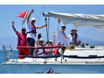 Foça'da Yat Yarışları Nefes Kesti
