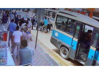 Minibüs Şoförlerinin Yolcu Kavgası