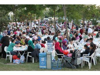 Başiskele'de Ramazan Paylaşımları Devam Ediyor
