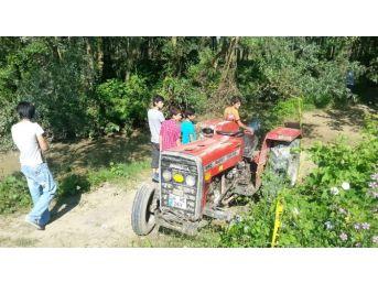 Devrilen Traktörün Altında Kalan Genç Boğularak Öldü