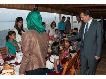 Vali Taşyapan, Çocuklarla Birlikte İftarını Açtı