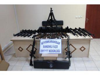 Sandıklı'da Ruhsatsız Silah Operasyonu