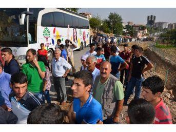 Diyarbakır'da İzinsiz Yürüyüşe Polis Engeli