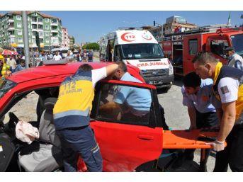 Sorgun'da 2 Otomobil Çarpıştı: 7 Yaralı