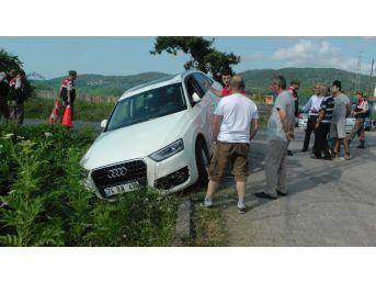 Cip Servis Minibüsü İle Çarpıştı, 14 Kişi Ölümden Döndü