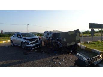 İki Araç Kafa Kafaya Çarpıştı: 2'si Çocuk 9 Yaralı