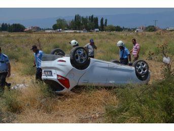 Taklalar Atan Otomobilden 6 Kişi Sağ Çıktı
