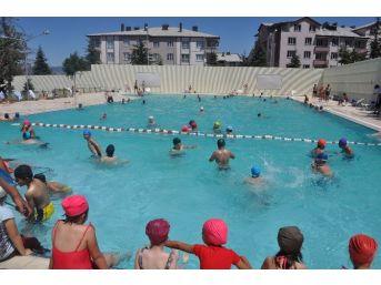 Seydişehir'de Yüzme Havuzuna Yoğun İlgi