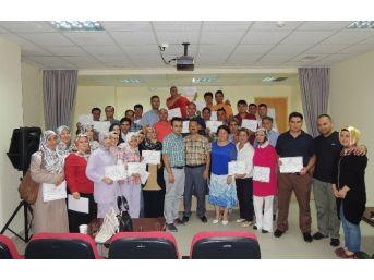 Hasta Ve Yaşlı Bakım Kursiyerlerine Sertifika