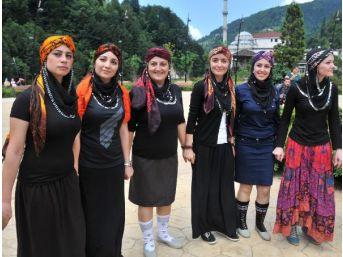 Rize'de, 'mini Etekli Kızlar Eylem Yapıyor' Paylaşımına Tepki