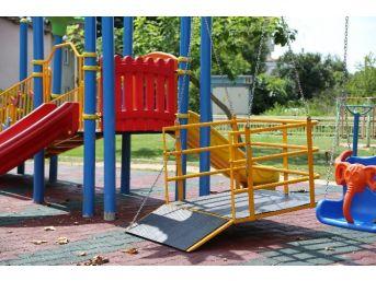 Sapanca Belediyesi Engelli Çocuklar İçin Çocuk Parkı Yaptı