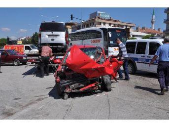Yozgat'ta İki Otomobilin Çarpışma Anı Kamerada