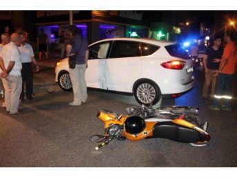 Motosiklet Otomobile Çarptı, Sürücü Ve Arkadaşı Yaralandı