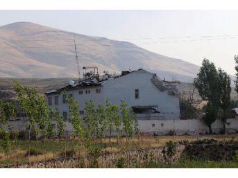 Pkk, 2 Ton Bomba Yüklü Traktörle Karakola Intihar Saldırısı Düzenledi: 2 Şehit, 24 Yaralı