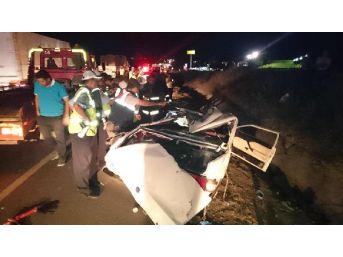 Gölbaşı'nda Otomobil Tır'a Çarptı: 5 Ölü // Fotoğraflar...