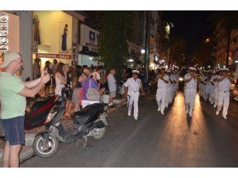 Kuşadası Sokaklarında Bando Coşkusu