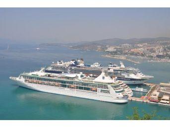 Kuşadası'na 6 Gemiyle Toplam 15 Bin 485 Turist Geldi