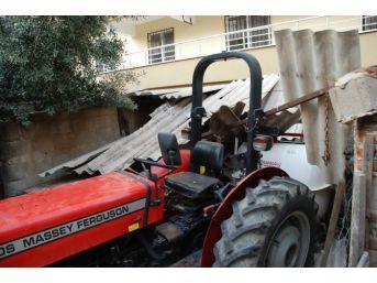 Traktörün Altında Kalan Şahıs Ayağından Yaralandı