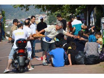54 Kaçak Göçmen Boğulmak Üzereyken Kurtarıldı