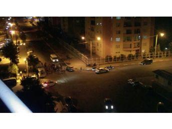 Diyarbakır'da Göstericiler Yol Kapattı
