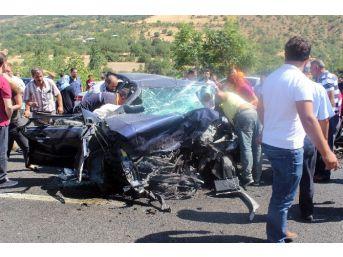 İki Otomobil Kafaya Çarpıştı: 1 Ölü, 4 Yaralı