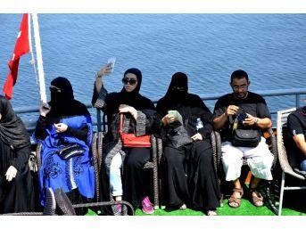 Arap Turistler Giresun Adası'nda