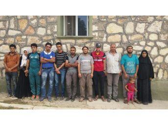 Suriye Sınırında 12 Iraklı Yakalandı