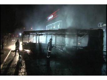Ataşehir'de Özel Halk Otobüsü Yakıldı