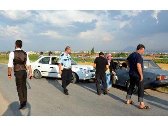 Kayseri'De Iki Otomobil Kafa Kafaya Çarpıştı: 8 Yaralı...
