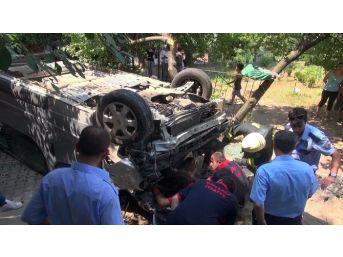 Kocaeli'de Kaza Yapan Araç Evin Bahçesine Uçtu: 2 Yaralı