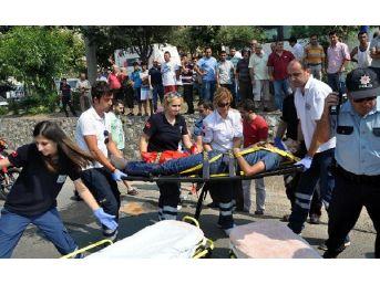 Turgutlu'da Zincirleme Kaza: 4 Yaralı