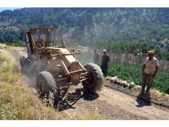 Erdemli Belediyesi Yol Açma Çalışmalarına Devam Ediyor