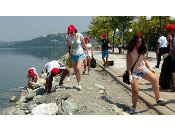 15 Ülkeden Öğrenciler Sapanca Gölü'nde Çevre Temizliği Yaptı