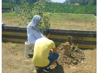Kenan Sofuoğlu, Oğlunun Mezarı Başından Fotoğraf Paylaştı
